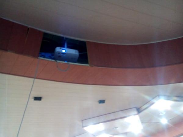 نصب دیتاپروژکتور در تالار ثامن ارتش