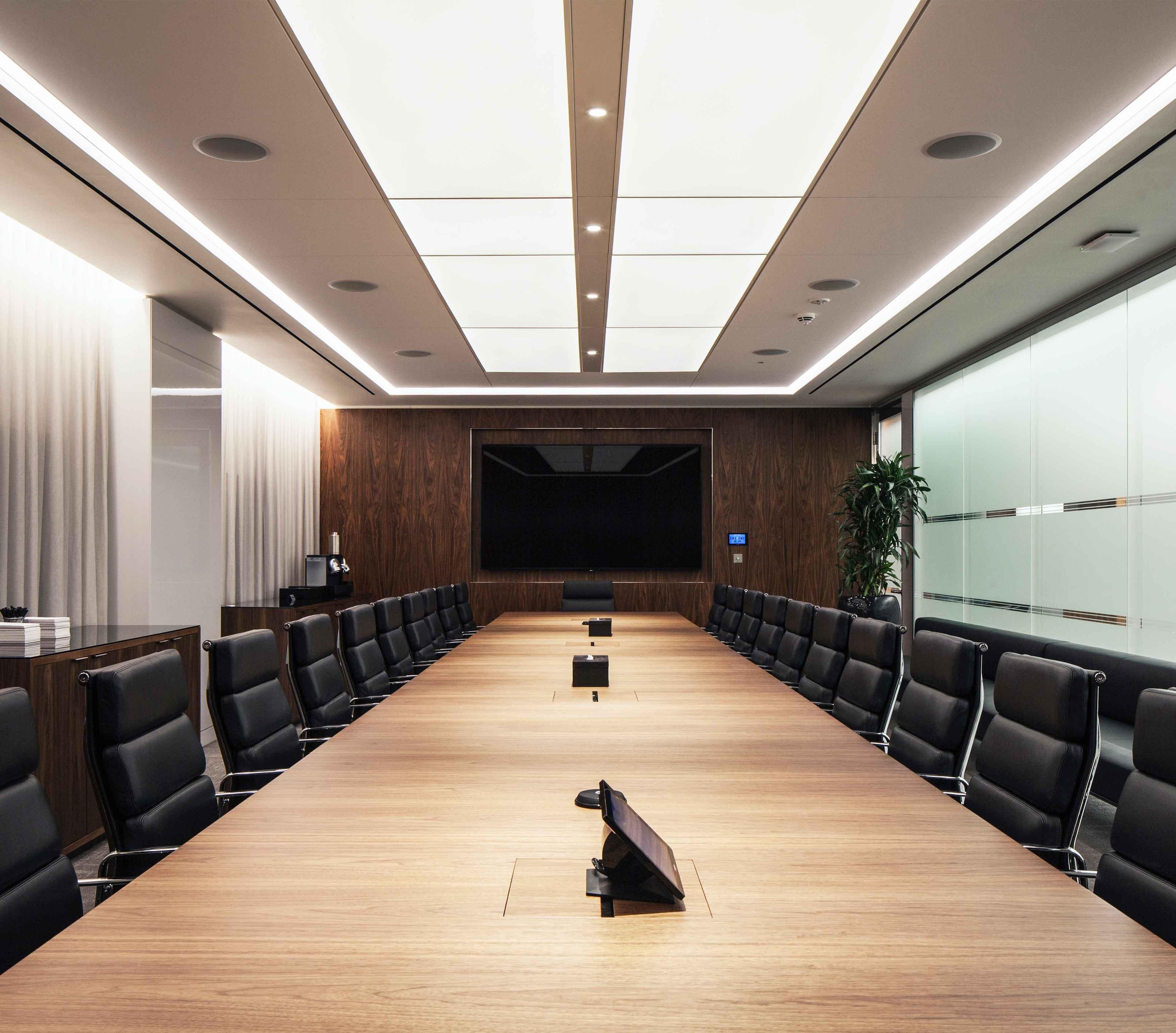 اهمیت نورپردازی در سالن کنفرانس